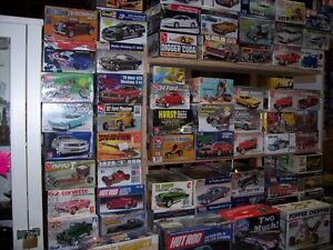 OLDER NHRA   AND  HOT WHEELS  COLLECTABLES AND MODEL KITS London Ontario image 6