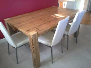 Table , banc, en bois de grange centenaire avec chaise