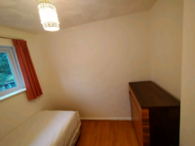 1 Single bed for rent in north Feltham TW14.