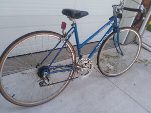 LADIES 12 SPEED BIKE GOOD CONDITION AND PRICE TO SELL QUICK $100