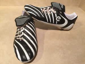 Men's Eletto Outdoor Soccer Cleats Size 10.5
