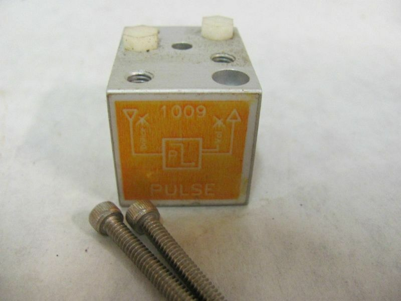 Decker Engineering/Air Controls 1009 Pneumatic Pulse Timing Module