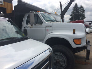 Ford S/A dump 9 ft Box,super Short As New!! NO RUST!! SOUTHERN!!