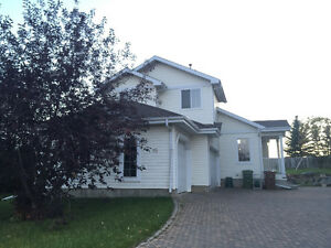 Spacious, Furnished Family Home in St. Albert For Rent