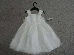 GIRLS WHITE DRESS NEW SIZE 3T  NWT