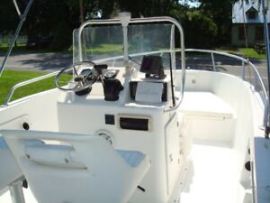 OPEN DECK 2004 CENTRE CONSOLE 18 Ft OUTBOARD COMME NEUF!