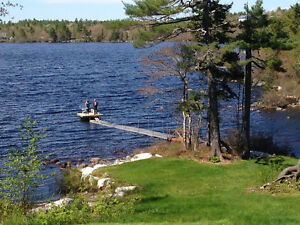 Private lake front log home 35 minutes from Halifax