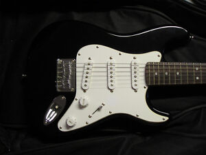 Squier Mini Stratocaster + accessories - Excellent shape!