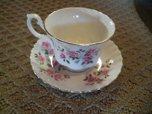 ROYAL ALBERT TEA CUP AND SAUCER Windsor Region Ontario image 1