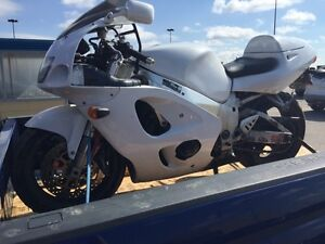 GSXR 750 *FOR PARTS*