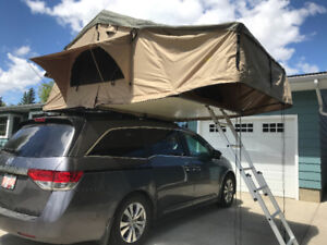 Smittybilt XL Rooftop Tent - sleeps 4