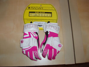 Girls Watersport Wakeboard Skiing Set Gloves and Shoes NEW