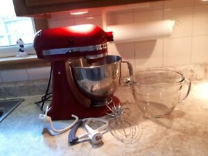 LIKE NEW KITCHEN AID ARISTAN MIXER WITH PAMPERED CHEF MEASURING
