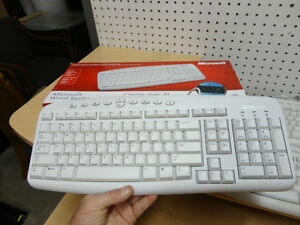 Microsoft 500 White Wired Keyboard -New in the box