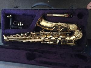 Alto Saxophone with case - Roy Benson