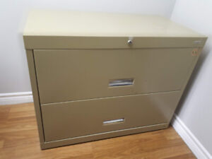 2 drawers metal filing cabinet - excellent condition