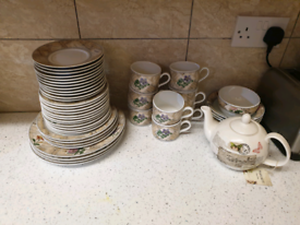 ROYAL WORCESTER TEA AND PLATE SET