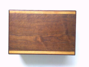 ***AMAZING DEAL*** FS: BEAUTIFULLY HANDCRAFTED CIGAR HUMIDOR