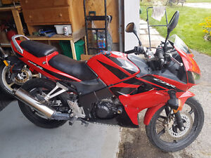Honda CBR 125 Motorcycle With Safety $1000