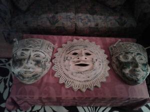 Trois grand masques en terre cuite
