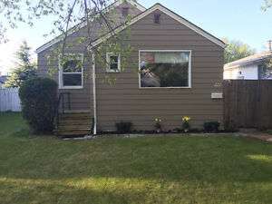 Pet friendly house with fenced yard close to U of S and downtown