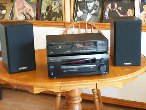Receiver Amplifier with CD Player and Speakers