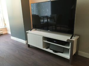 Modern White (Glossy) TV Stand / Entertainment / Media Unit
