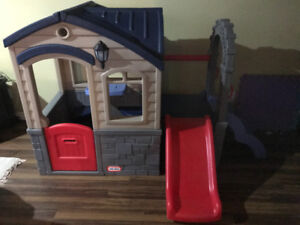 Little Tykes Picnic and Play Playhouse