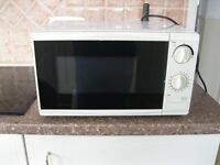 Microwave oven white