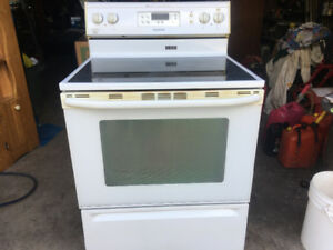 Maytag stove with ceramic top