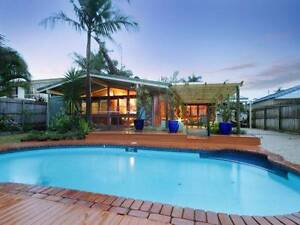 Room with ensuite for rent $240 waterfront view/swimming pool Minyama Maroochydore Area Preview