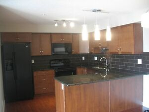 Nice Condo in Windsor Park 2bd-2bth-2pkg