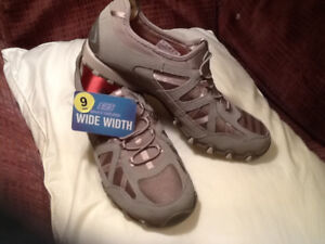 """BRAND NEW"" SKETCHER SHOES / SIZE 9 WIDE"