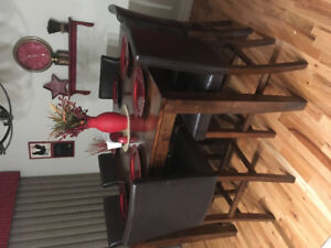 Beautiful pub height table 6 chairs