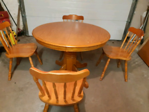 Kitchen table and chairs ( delivery available)