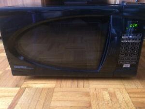 Four à micro-ondes 20 L 700W de couleur noir