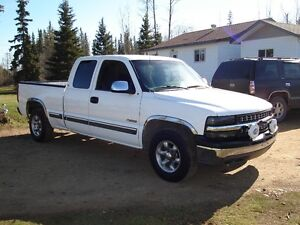 2002 Chevrolet Silverado 1500 **2 WHEEL DRIVE**