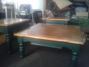 3 solid oak coffee table and matching end tables very elegant