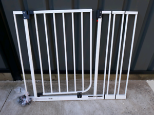 Safety gate for stairs