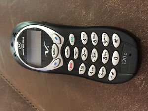 MOTOROLA CELL PHONE WORKS GREAT $20