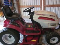 2001 White GT-2046 Lawn Tractor