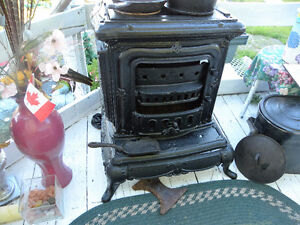 Antique Cast Iron Stove # 1 displays well, Parts missing