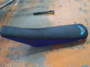 One Industries Gripper Seat
