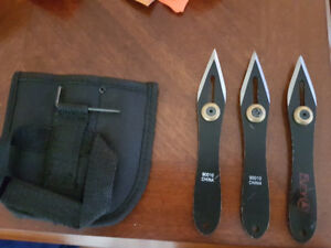 Throwing knives w/ case