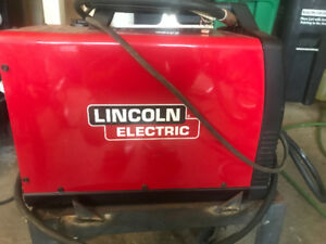 Lincoln electric 140 mig welder, gas/non gas use.  Rarely used!!
