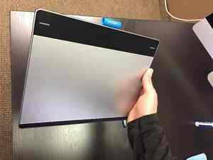 Wacom Intuos Pen and Touch Medium Tablet (CTH680) +Wireless Kit