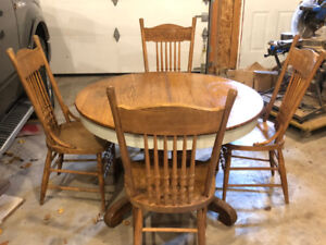 Oak table & four chairs one extra leaf