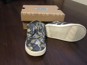 Toddler Toms sneakers with original box. Size 6.