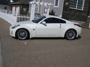 Nissan 350Z with **LOW Kms