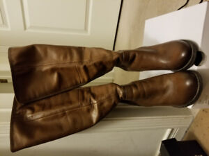 Aldo leather booth- EXCELLENT CONDITION!!!